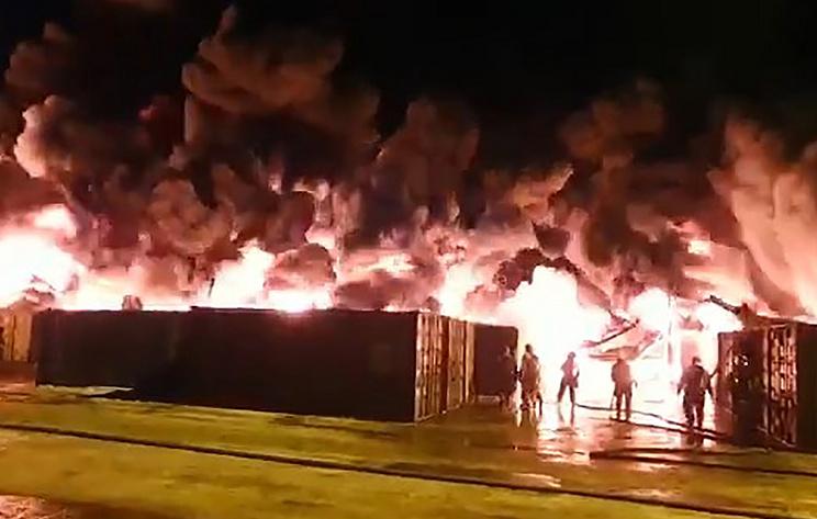 Источник: ангар, загоревшийся в промзоне Петербурга, рухнул