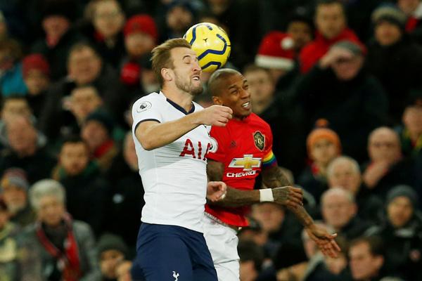 «Манчестер Юнайтед» обыграл «Тоттенхэм» в центральном матче тура АПЛ