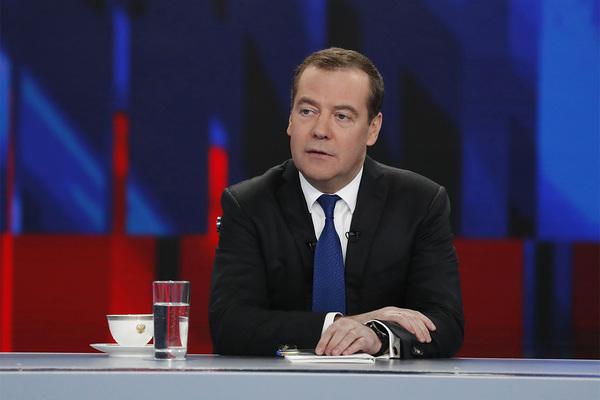 Медведев вспомнил 90-е