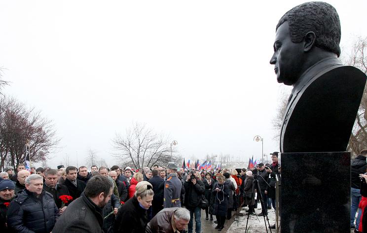 На Аллее Героев в Донецке открыли бюст Иосифу Кобзону