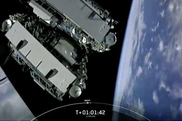 SpaceX вывела на орбиту 60 спутников