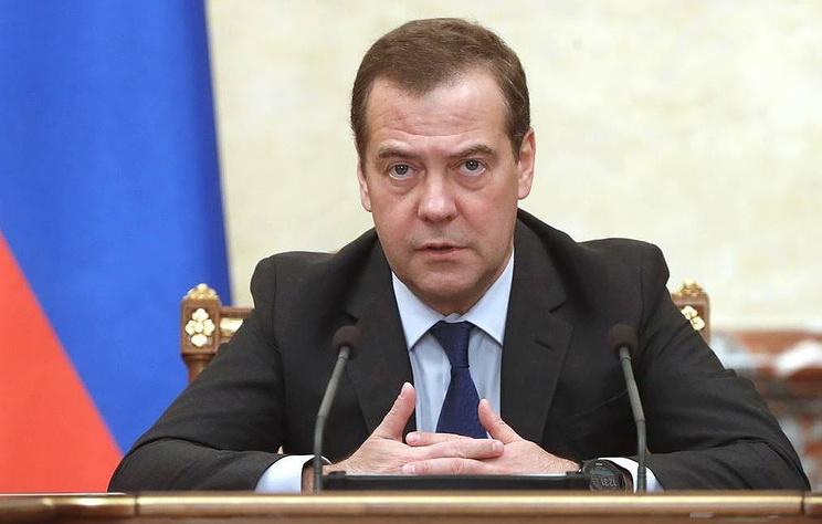 Медведев поручил до 10 января оценить безопасность полетов и туризма на Ближнем Востоке