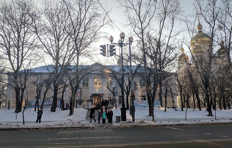В Хабаровске эвакуируют вузы и школы из-за сообщений об угрозе взрывов