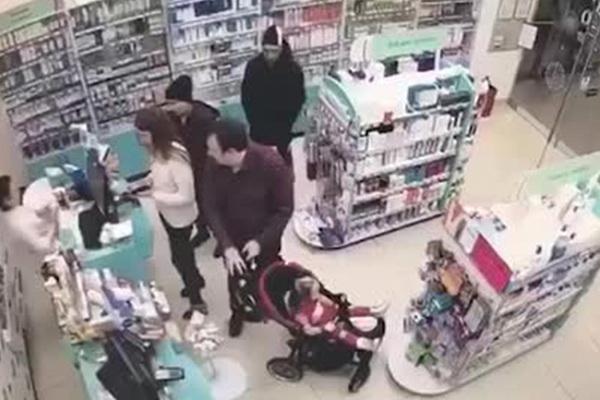 Ограбление российской аптеки ребенком попало на видео