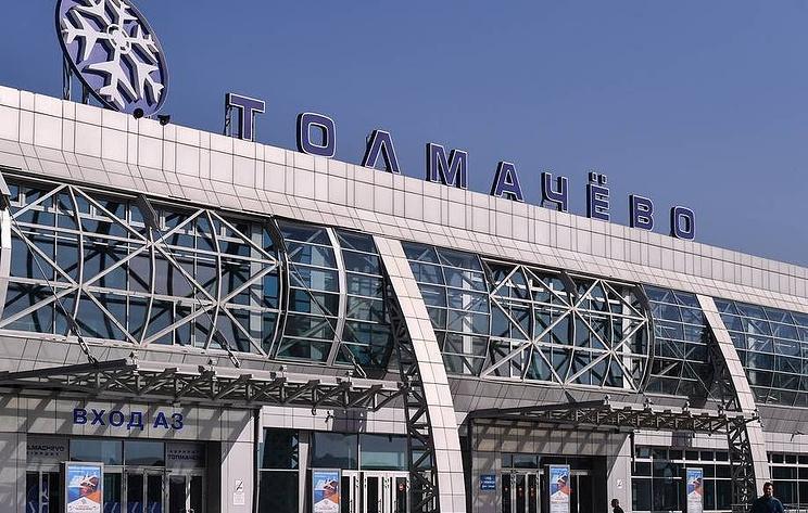 В Новосибирске пассажиров самолета эвакуировали перед взлетом из-за возгорания в двигателе