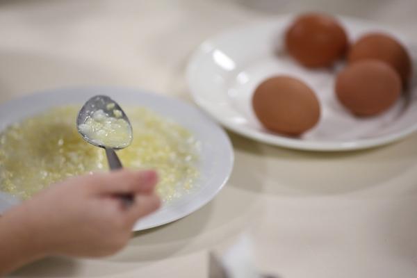 Сотрудница российского кафе пойдет под суд за отравление школьников