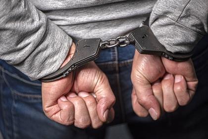 Россиянин изнасиловал 16-летнюю студентку на кладбище
