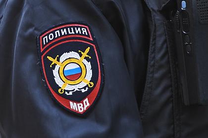Российские полицейские оставили тело женщины под окнами дома