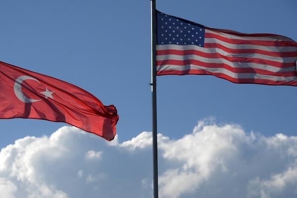 Россия предложила гражданам Турции определить отношения с США