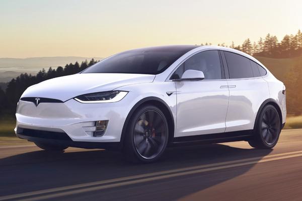 В машинах Tesla нашли опасный дефект
