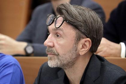 Шнуров в стихах оценил реакцию СМИ на его уход в политику
