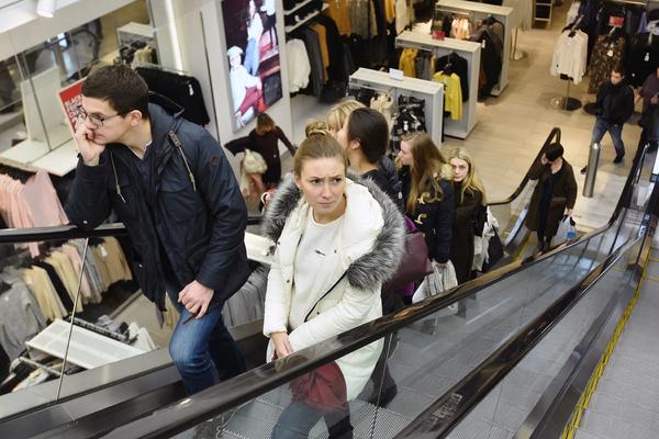 Торговые центры Москвы ограничили работу из-за коронавируса