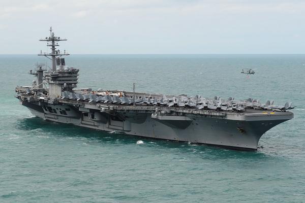 Капитана американского авианосца уволили из-за письма о коронавирусе на борту
