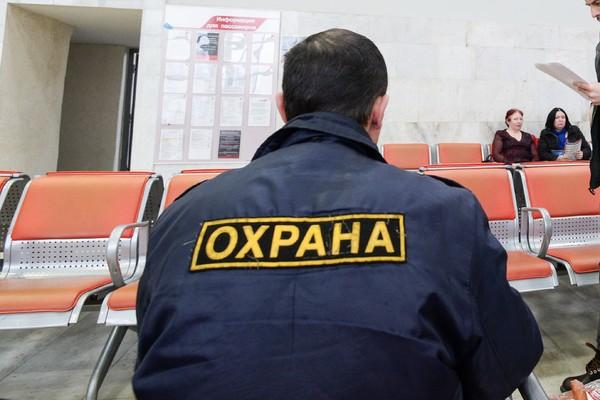 Охранник московского магазина ранил двух человек из пистолета