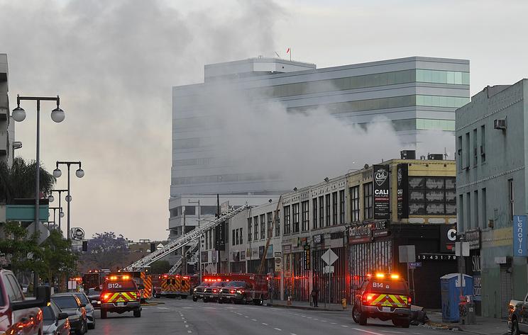 В Лос-Анджелесе 11 пожарных получили сильные ожоги при тушении огня