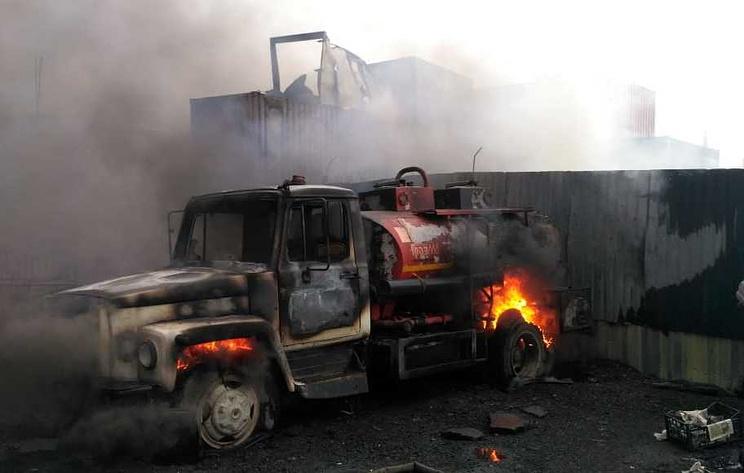 На территории промзоны в Подмосковье горят два бензовоза и контейнеры