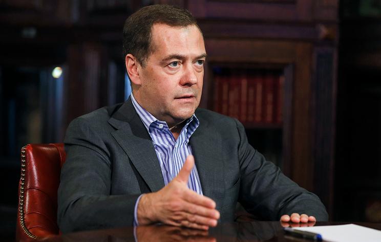 """Медведев: """"Единой России"""" нужно скорректировать предвыборную платформу из-за пандемии"""
