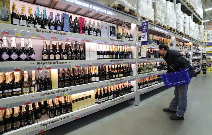 Нарколог Минздрава предложил закрепить в конституции запрет на продажу алкоголя с 21 года
