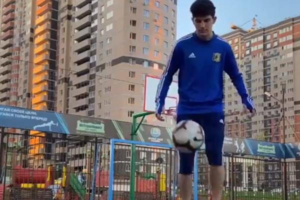 Российский футболист улучшил трюк с баскетбольным кольцом и бросил вызов Роналду