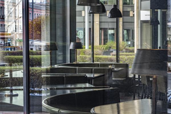 Ограничения для ресторанов и кафе в Подмосковье продлили
