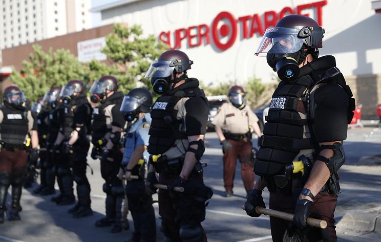 В Миннеаполисе ввели режим ЧС на фоне протестов из-за смерти афроамериканца