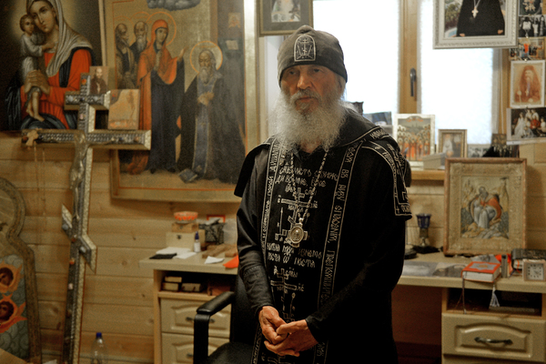 Захвативший монастырь опальный священник назвал главного врага России
