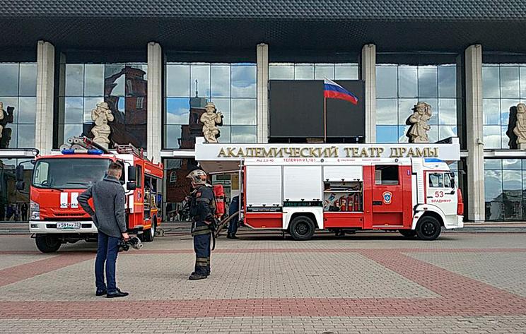Площадь пожара в драмтеатре Владимира увеличилась до 500 кв. м