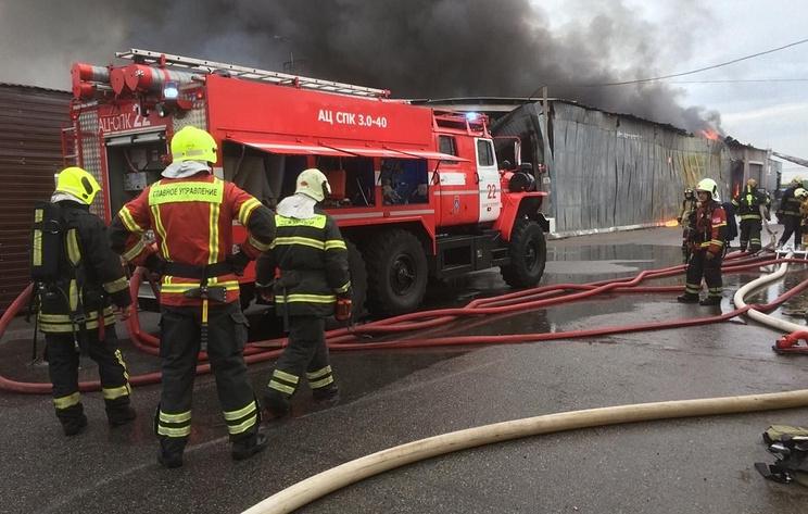 В Петербурге загорелись два ангара