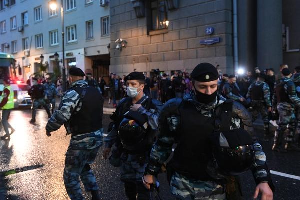 В Петербурге задержали актеров в полицейской форме