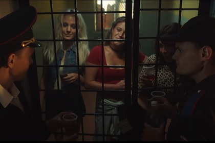 Актер российского сериала ответил на обвинения в «пропаганде ЛГБТ и феминизма»