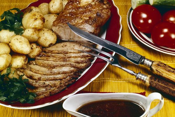 Российский диетолог сравнила пользу мяса и рыбы