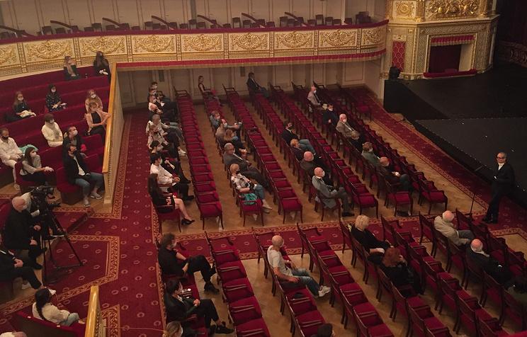 Александринский театр рассчитывает начать поэтапное открытие для зрителей в сентябре