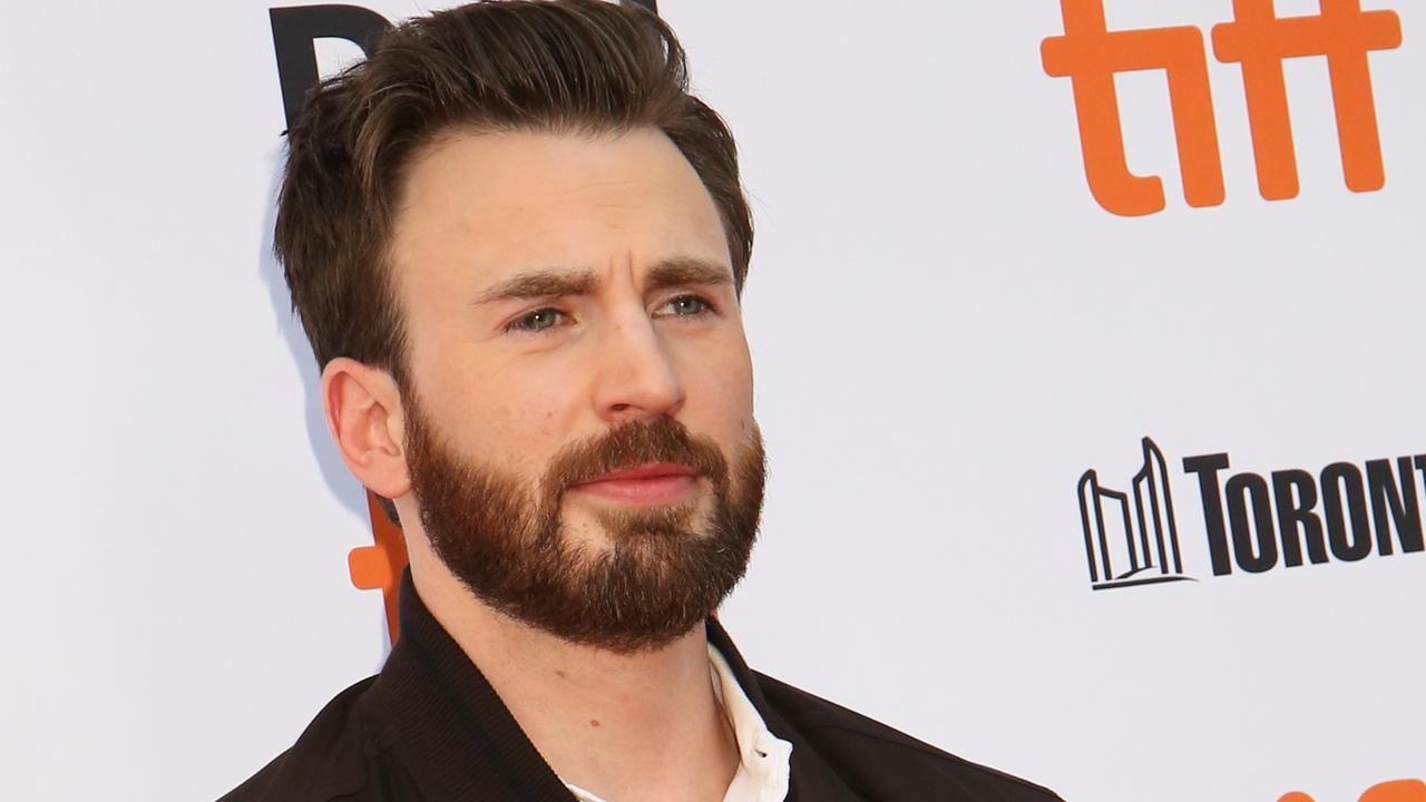 Актер из «Мстителей» засветил фотографию с гениталиями и порадовал фанатов