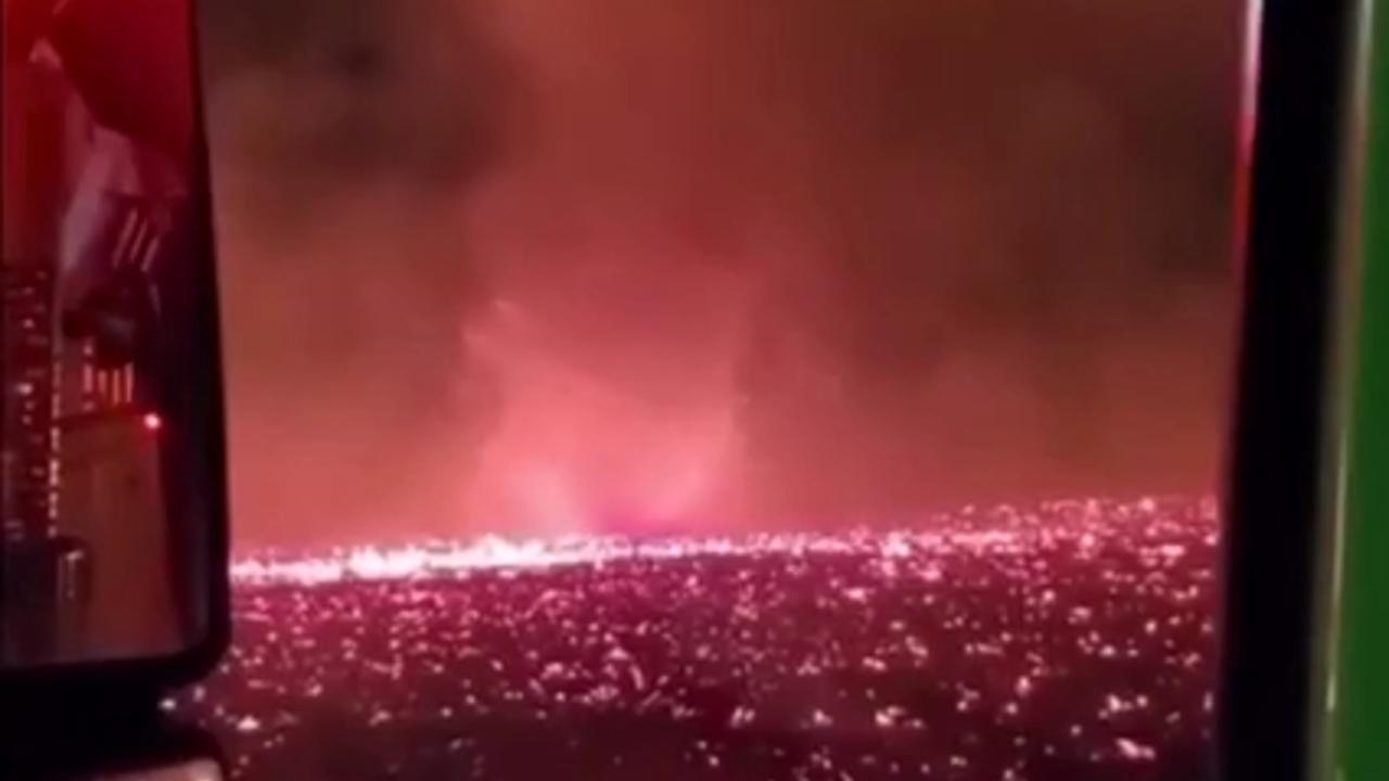 Разрушительный огненный смерч в США попал на видео