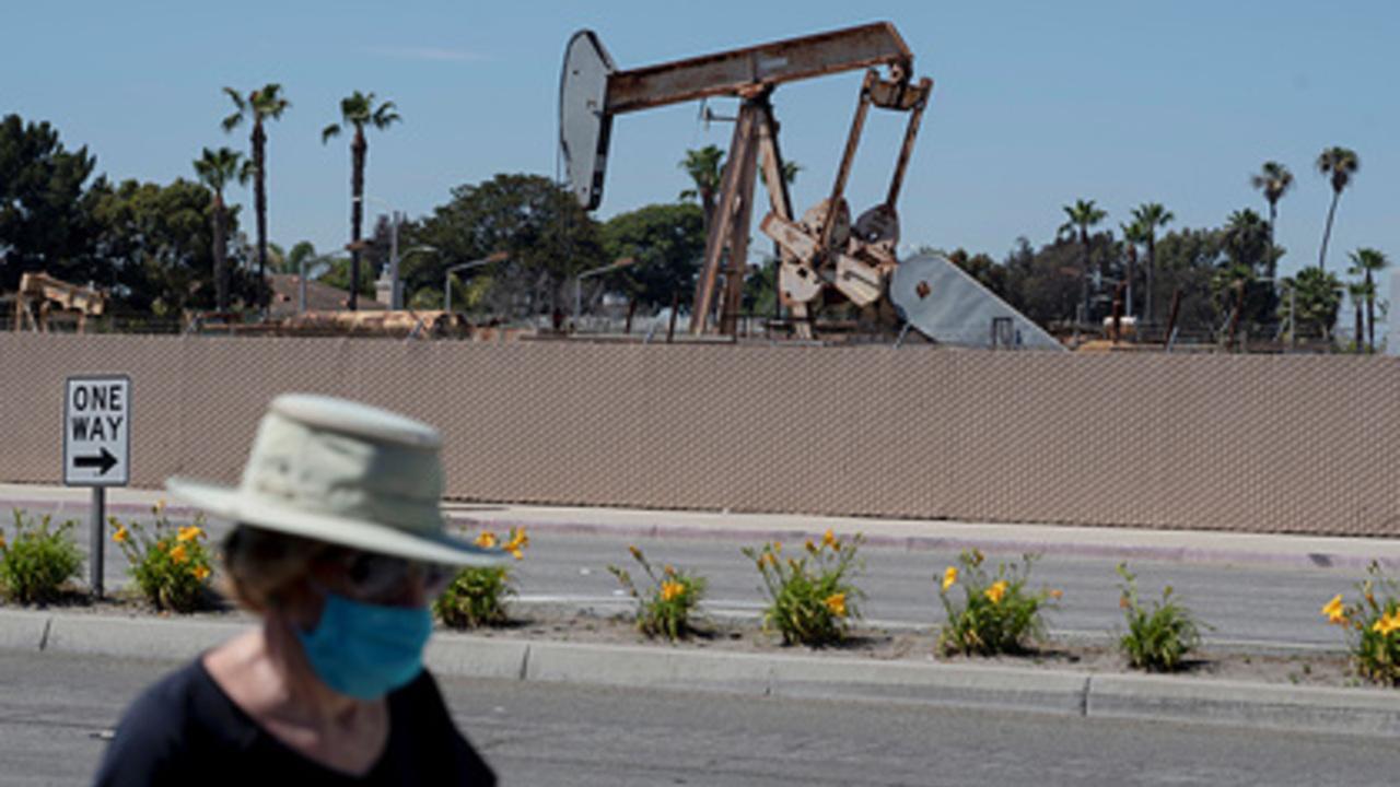 Ураган парализовал американских нефтяников