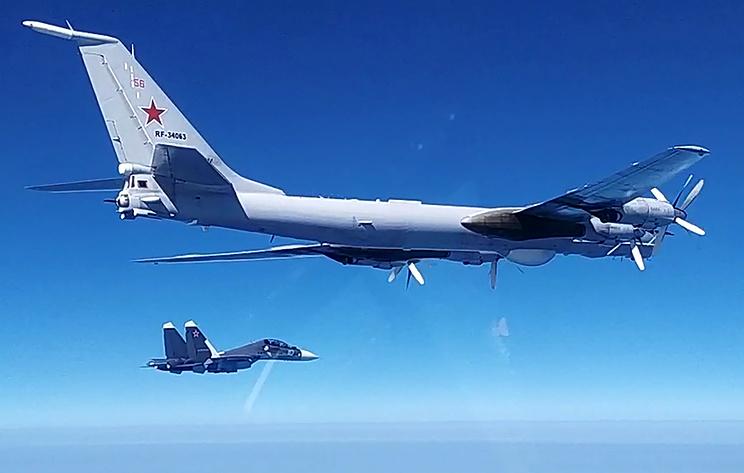 Российский противолодочный самолет Ту-142 выполнил наблюдательный полет над Черным морем