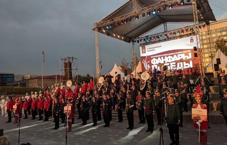 """Сводный оркестр из более чем 300 музыкантов открыл фестиваль """"Фанфары победы"""" в Перми"""