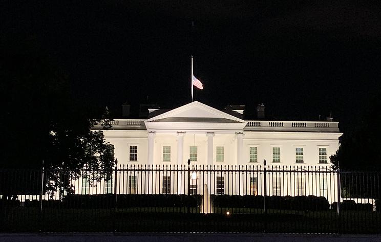 Над Белым домом приспустили флаг в связи со смертью судьи Верховного суда США Гинзбург