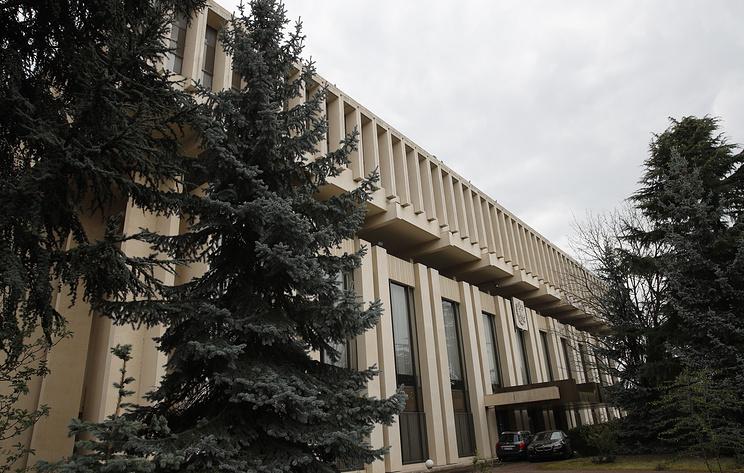 Посольство РФ запросило у французских властей сведения о нападавшем в пригороде Парижа