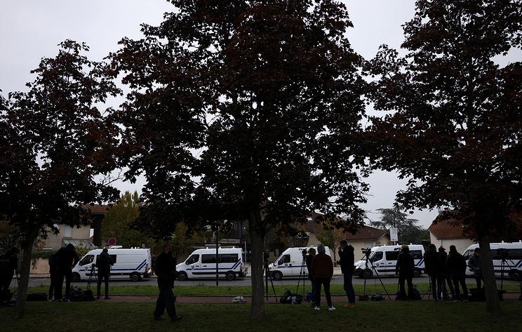 Убивший учителя истории в пригороде Парижа имел статус беженца