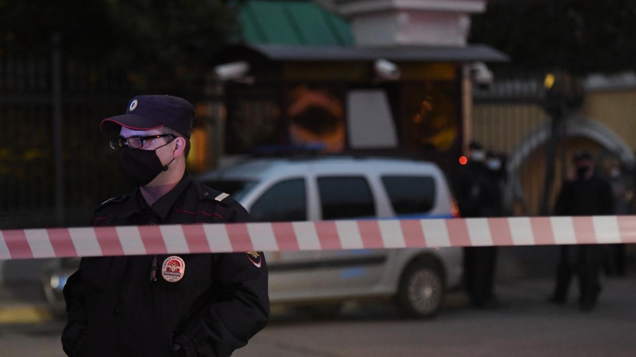 В московской квартире нашли мертвыми мужчину и женщину