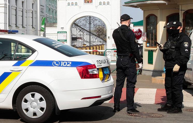 Полиция задержала женщину около участка в Киеве, где голосовал на выборах Зеленский
