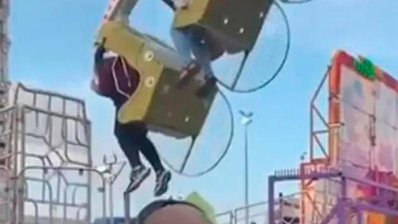 Девушка прокатилась на экстремальном аттракционе и упала с 30-метровой высоты