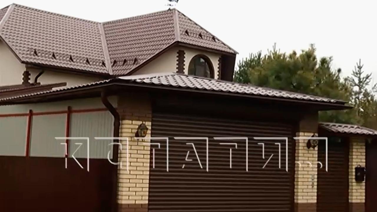 Прокуратура проверит особняк российского полицейского с золотыми туалетами