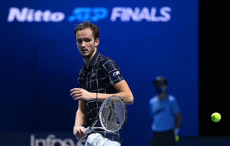 Даниил Медведев обыграл Зверева в первом туре Итогового турнира АТР
