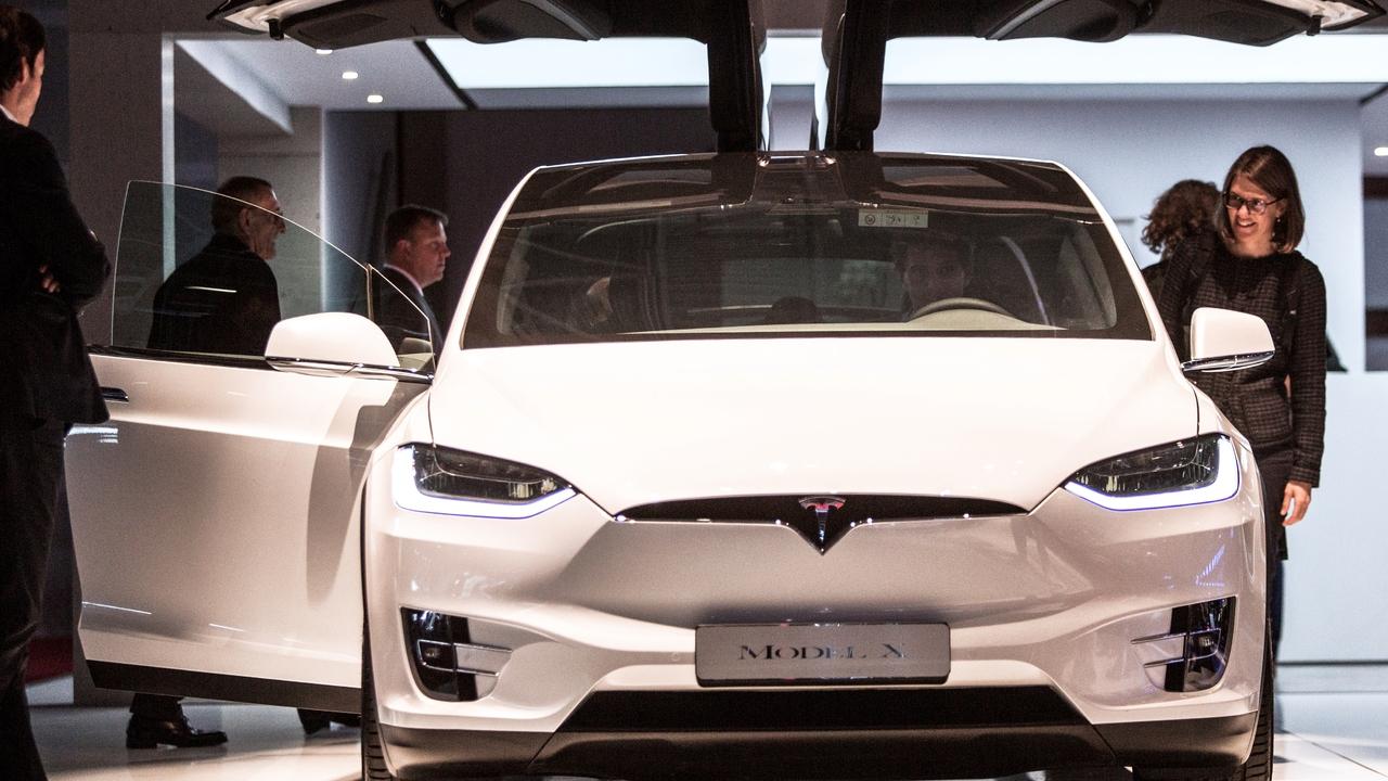 Минтранс США начал проверки после массовых жалоб владельцев Tesla