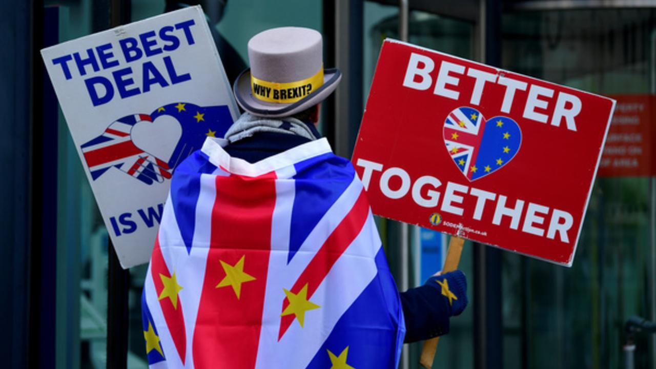 Британия и ЕС приостановили переговоры по Brexit из-за коронавируса