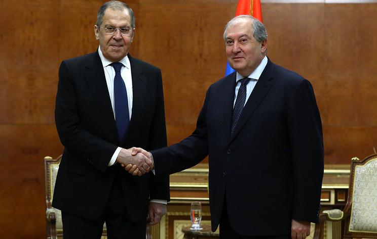 Лавров передал президенту Армении благодарность от Путина за оценку заявления по Карабаху