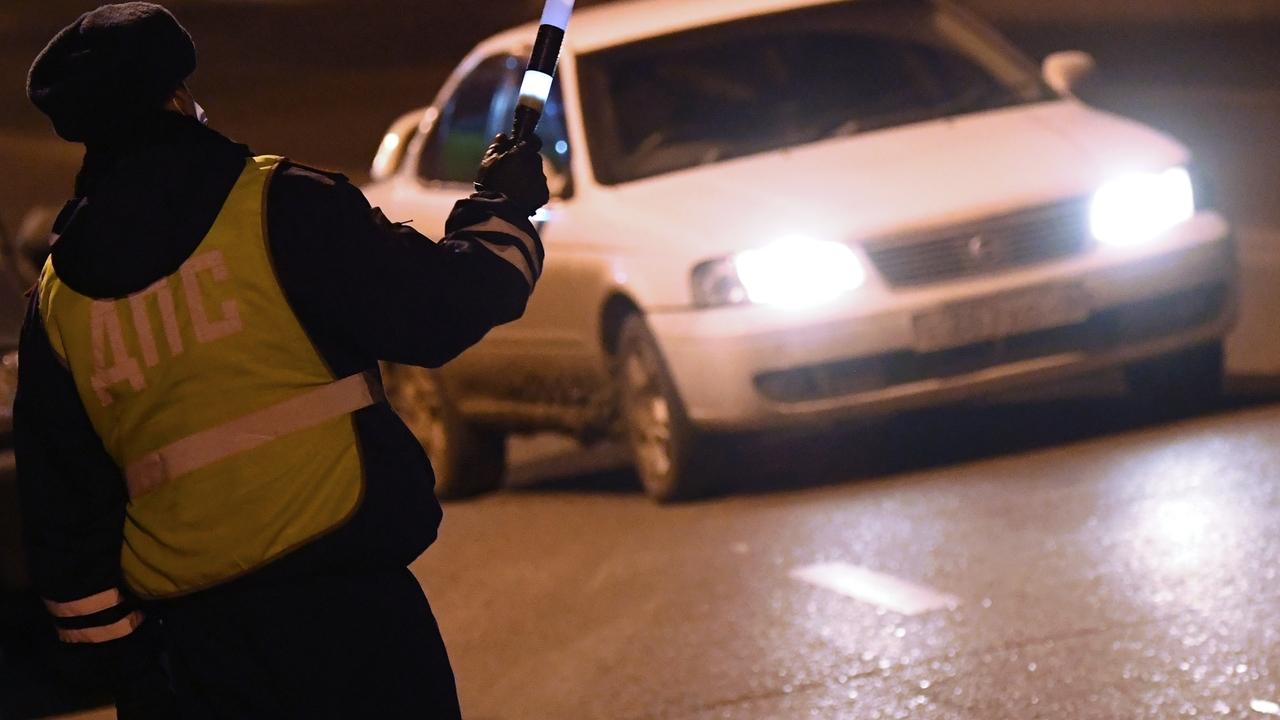 Водитель раритетной BMW проломил голову инспектору ДПС