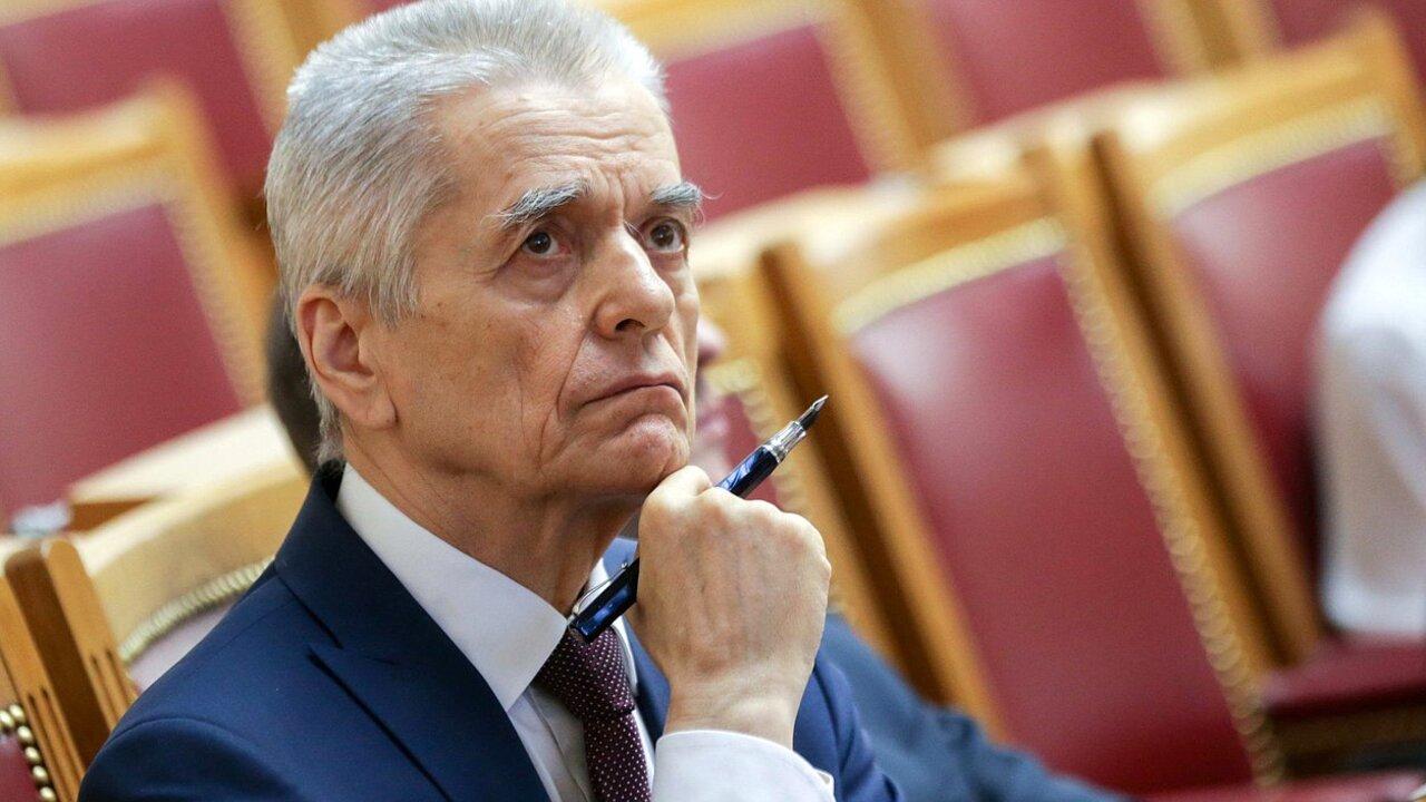 Онищенко оценил предложение вакцинировать от коронавируса всех россиян
